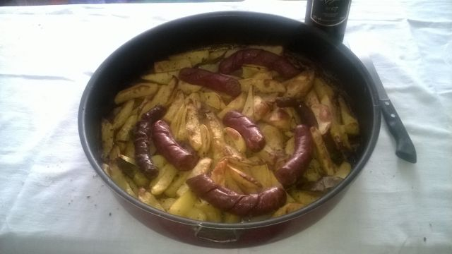 Sweet potatoes and sausages on an experienced oven. Classic with all the extras and tricks. Get jelly.